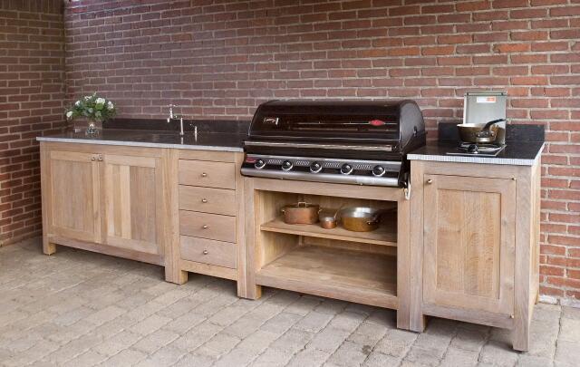 Buitenkeuken of voor binnenshuis, dit keukenblok van steigerhout staat ...