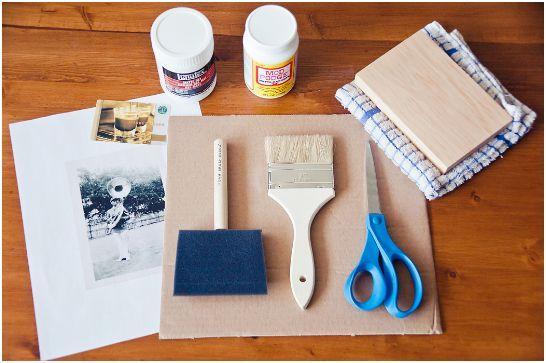 afbeeldingen van een printer op hout overbrengen met gel medium.