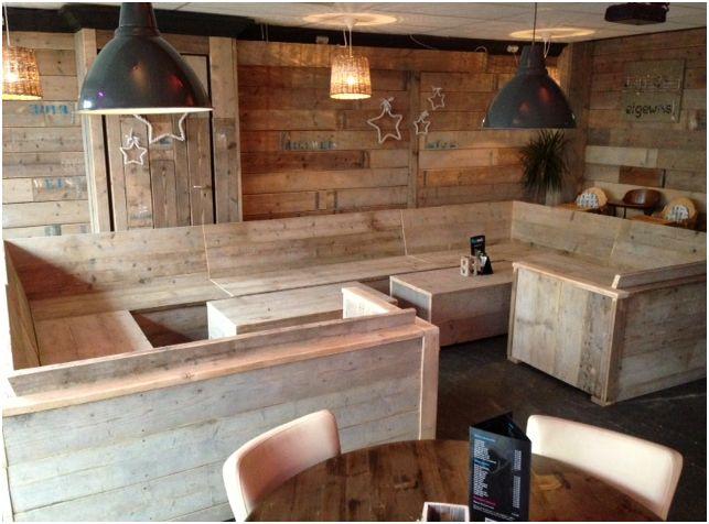 Complete cafe restaurant inrichting van steigerplanken for Steigerhout loungeset zelf maken