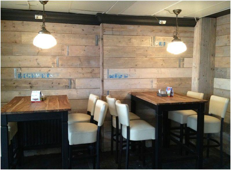 Steigerhouten Keuken Bar : Links de bar met achterwand, rechts ziet u hoe leuk hetsteigerhout kan