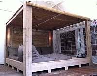 Ligbed annex tuinbed van steigerhout, een gratis