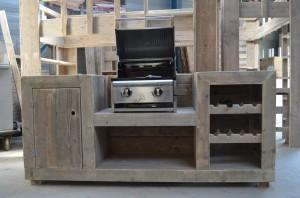 Maak zelf een buitenkeuken met steigerplanken.