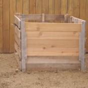 Eco vriendelijke manier om compost te maken in een bak die je zelf maakt van pallethout.