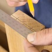 Werk secuur, dit barmeubel staat of valt bij een meer of minder goed uitgevoerd vakmanschap.