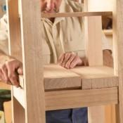 Hier worden extra dikke planken gebruikt voor het barmeubel.