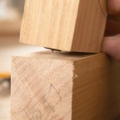Aftekenen voor de houtverbindingen.