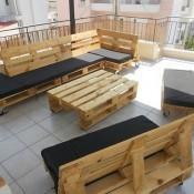 Loungemeubilair op wielen, gemaakt van pallets. Een originele loungeset.