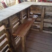 Bar maken van pallets.