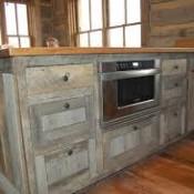 Keuken van oude steigerplanken.