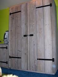 Steigerhouten tafels en stoelen voor in de tuin - Planken maken in een kast ...